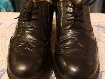 Закрытые туфельки из натуральной лаковой кожи